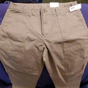 Old navy large pockets olive color pants nwts